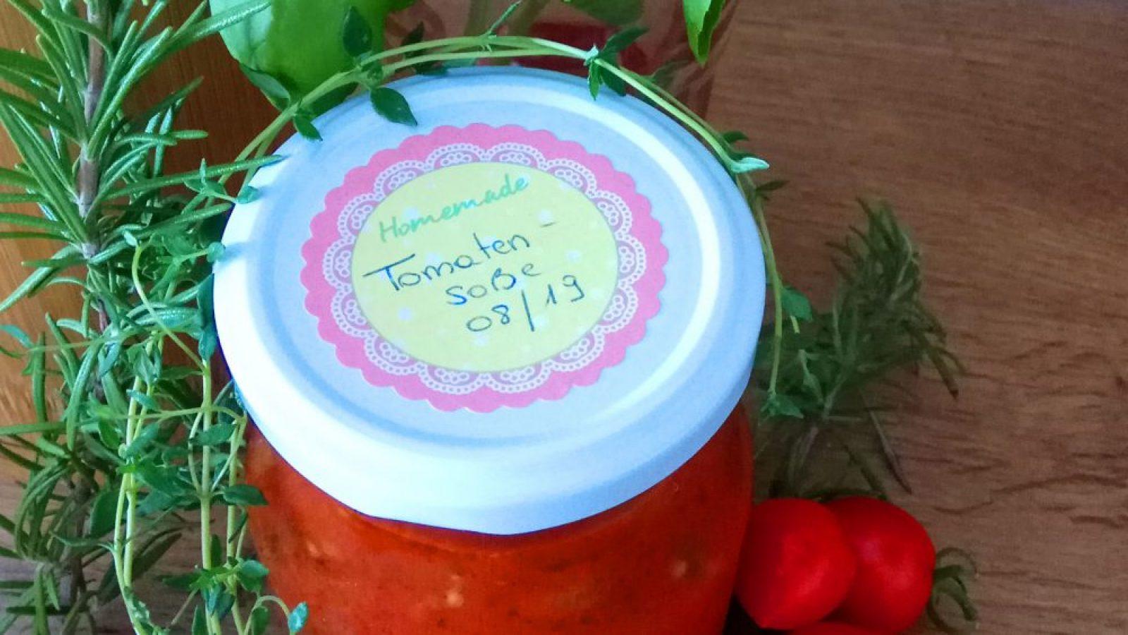 Tomatensoße mit Rosmarin, Thymian und Basilikum